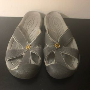 "Keen Bali closed toe thong sandals size 9.5"""